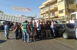 اهالي بلدات الكورة اقفلوا طريق ضهرالعين طرابلس احتجاجا على تكرار حوادث السير