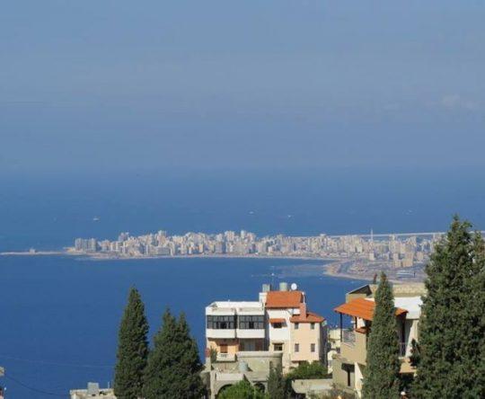 مدينة الميناء كما تبدو من تلال دده الكورة