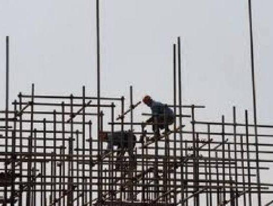 سقوط عامل سوري عن سطح ورشة بناء في كفرقاهل الكورة وحالته حرجة