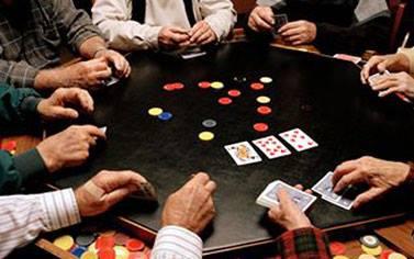 الكورة: توقيف 15 شخصا بسبب لعب الميسر