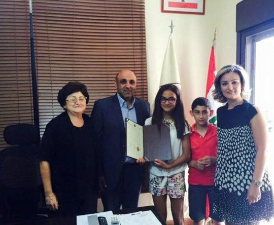 كرمت بلدية أميون الشابة لييا جورج ديب ابنة البلدة في مركز البلدية بحضور أهلها.