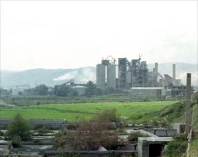 غبار شكا فوق شلوح الأرز
