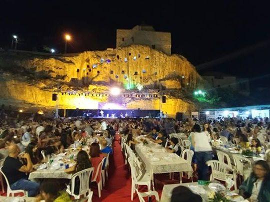 العشاء القروي في اختتام مهرجان أميون التراثي في هذه الأثناء