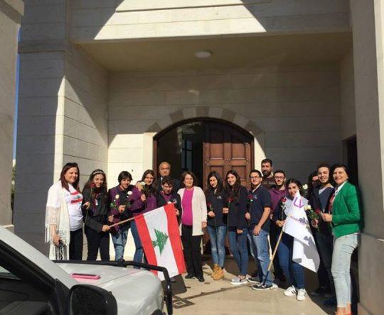 معايدة مميزة من طلاب القسم الثانوي في مدرسة اليونيفرسال سكول بطرام للمواطنين في أميون طرابلس والبترون