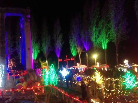 افتتاح زينة الميلاد المميزة داخل المعبد الروماني في بزيزا