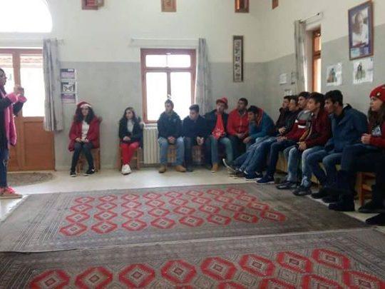 """هكذا احتفل طلاب ثانوية أميون بالعيد تحت شعار """"معاً نكفل يتيماً"""""""