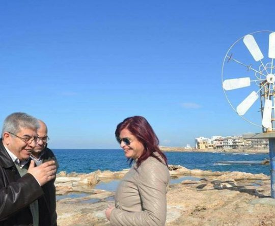 مشاريع تخرج لطلاب البلمند عن توليد الطاقة الكهربائية من دولاب البحر في أنفه