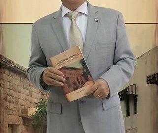 إلفيس عَلَم مغترب لبناني الأصل من بصرما الكورة يروي في كتاب رحلة البحث عن جذوره لاسترجاع ما فقده في الغربة