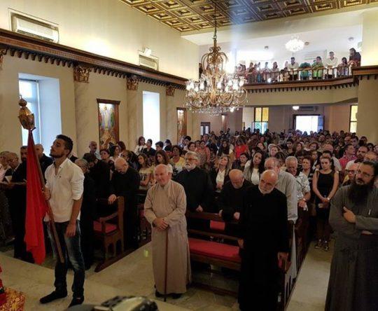 المئات اجتمعوا في أميون لدعم قضية الأرشمندريت بندلايمون